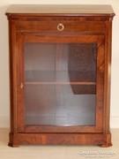 Üveges szekrényke [L14]