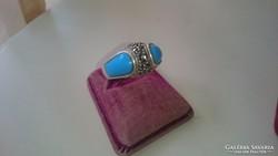 Ezüst gyűrű türkiz színű diszítéssel, markazitokkal