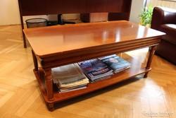 Klasszicizáló dohányzó asztal