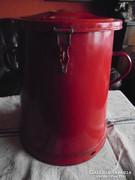 Piros, nagyméretű zsírosbödön