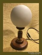 Kedves kis asztali lámpa