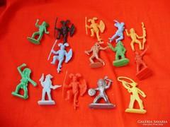 14 darab trafikárú játék figura,indián,cowboy