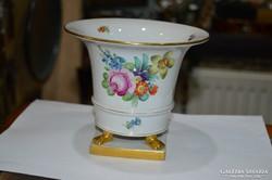 Óherendi körmös váza