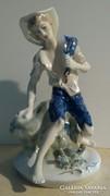 Porcelán pihenő fiú- nagyméretű
