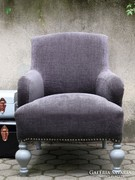 Szürke fotel