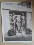 16 db fotó elpusztult budapesti szobrokról, műemlékekről