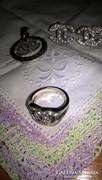 Chanel mintás medál, fülbevaló és gyűrűből álló szett