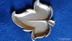 Jelzett,fém, levél formájú gyűrűtartó