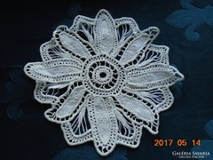 POINT LACE terítő-munkaigényes virágmintával-23 x 23 cm-(18)