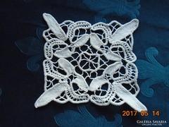 POINT LACE terítő-telített virágmintával-22 x 22 cm-(19)