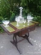 Klasszicista stil zsúr / találó asztalka.