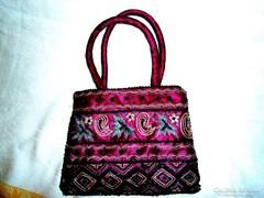 Hímzett-gyöngyös indiai textil táska