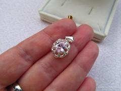 Pink köves ezüst medál