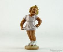 0L811 Jelzetlen kerámia szőke hajú kislány figura