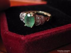 Karácsonyra: Tömör arany gyűrű smaragd, achtkant csiszolású gyémánt kővel