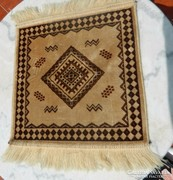 Kis perzsa mintás szőnyeg