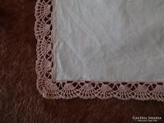 1316. Díszzsebkendő - rózsaszín csipkés