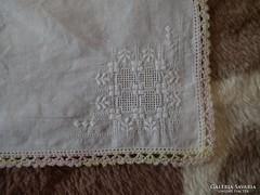 1320. Díszzsebkendő - sárga rózsaszín hímzett sarkú