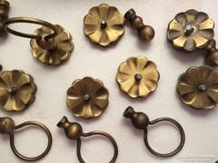 Réz fogantyúk,akasztók,zár kulcsal,régi fémek