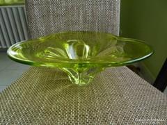 Hatalmas méretű uránzöld üvegkínáló