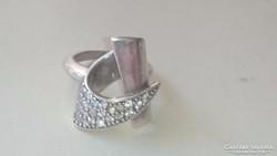 Ezüst gyűrű cirkonkövekkel 925