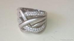 Ezüst gyűrű 925 cirkonkövekkel.