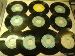 Régi kislemezek az - 1960-as évekből -nylon borítóban. Koncz Zsuzsa Rohan az idő, Németh József