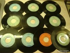 Kislemezek az - 1960-as évekből -nylon borítóban.