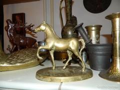 Réz ló  szobor
