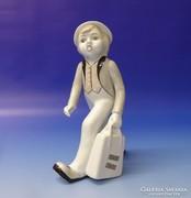 0M627 Utazó táskás fiú porcelán figura 21 cm