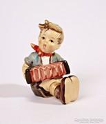 Harmónikás fiú (Boy with accordion) - 7,5 cm-es Hummel figura