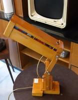 Konstruktív  asztali lámpa