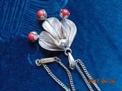 Antik 3 piros köves virág-ezüstözött levéllel-medál-lánccal