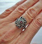 Gyönyörű antik gránátköves ezüstgyűrű