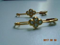 2 db Aranyozott virágmintás bross-tű,kitűző tű-kövekkel-3 cm