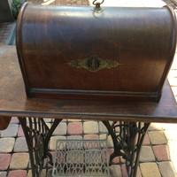 Antik Singer varrógép sorszámozott