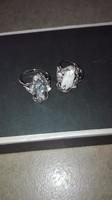 Két darab gyűrű fekete és fehér édesvizi gyöngyből