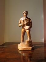 Szebellédi Géza munkás fa szobor