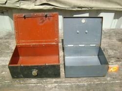 Két darab régi, fém pénzes kazetta, trezor