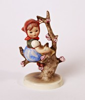 Almafán ülő lány (Apple tree girl) - 10 cm-es Hummel figura