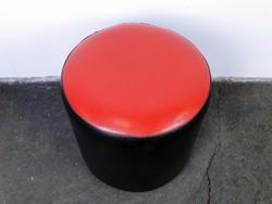 0E676 Régi retro piros-fekete műbőr puff