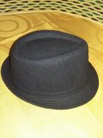Eladó kalap.