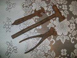Három darab régi kéziszerszám