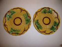 Majolika tányér pár.