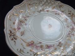 Rokokó Royal Vienna aranykontúrozott virág,rovar és dombor mintás antik tányér-16 cm(3)