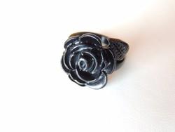 Fekete színű rózsa alakú fém bizsu gyűrű