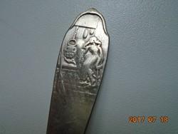 Georg Nilsson dán formatervező,GERO ,relief középkori jelenettel,ezüstözött.holland gyerek kanál