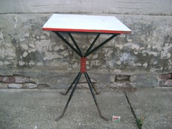 Retro kerti asztal