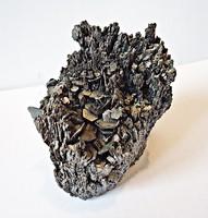 Fekete ásvány, 7,5 x 4,5 x 6 cm.