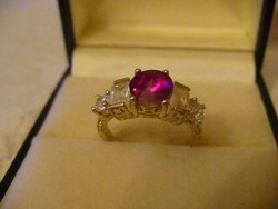 Szépséges rózsaszín köves gyűrű